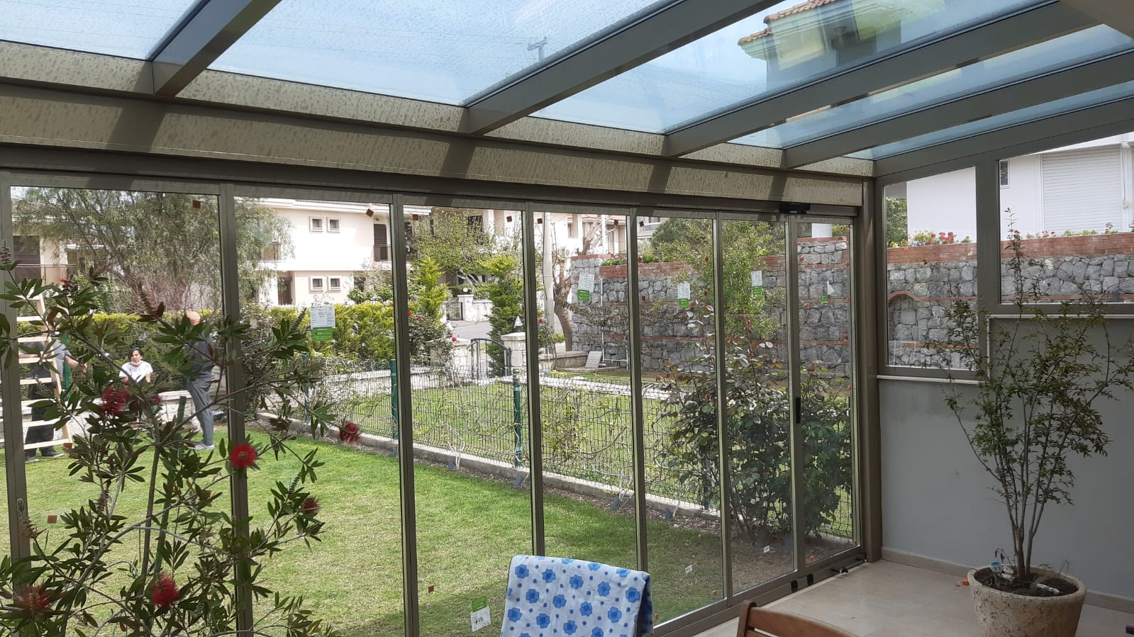 İzmir Çeşme Alaçatı'daki müşterimizin villasına uyguladığımız Kış bahçesi (Veranda) ve Albert Genau marka ısıcamlı katlanır cam sistemi